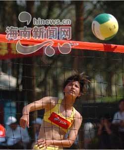 全国沙滩排球开赛 比赛瞬间尽显女性风采(图)
